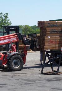 Unloading Ipe wood